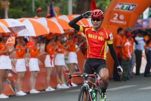 Giải xe đạp truyền hình TP.HCM: Tay đua Quân đội bất ngờ thắng chặng về Cần Thơ