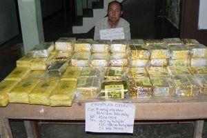 Bắt 'ông trùm' người Lào vận chuyển 40kg ma túy đá