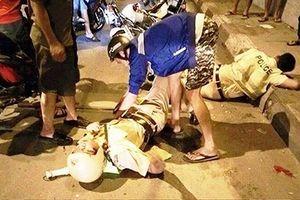 Bị CSGT chặn xe, 2 thanh niên đánh Cảnh sát cơ động trọng thương