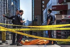 Xe tải lao vào đám đông trên vỉa hè, ít nhất 9 người thiệt mạng