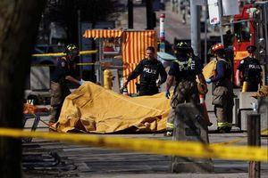 Xe tải lao vào đám đông ở Canada, 10 người chết