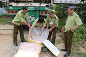 5 tấn nầm lợn hôi thối bị thu giữ trên đường đi tiêu thụ