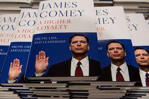 Hồi ký của cựu Giám đốc FBI James Comey có tuần ra mắt ấn tượng