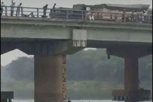Nam thanh niên lao xuống sông giải cứu cô gái trẻ tự vẫn