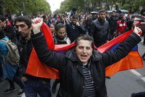 'Cách mạng nhung' bùng nổ ở Armenia, Thủ tướng phải từ chức