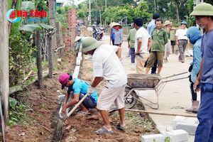 Nông dân Cẩm Duệ hồ hởi góp sức xây dựng nông thôn mới