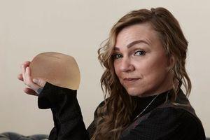 Đau khổ vì ngực 'xuống cấp', người phụ nữ làm chuyện táo bạo