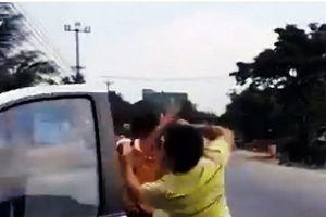 Một cảnh sát giao thông bị đánh tới tấp khi thi hành công vụ