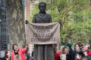 Khánh thành bức tượng đầu tiên của phụ nữ trước Tòa nhà Nghị viện Anh