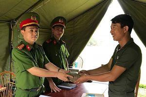 Công an Ninh Bình trả lại hơn 100 triệu cho du khách đánh rơi