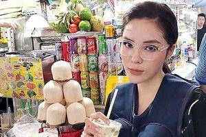 Chuyện showbiz: Kỳ Duyên bất ngờ 'bế bụng bầu' vào chợ ăn quà vặt