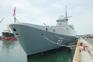 Tàu khu trục tên lửa của Hải quân Singapore cập cảng Tiên Sa