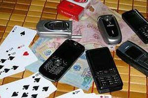 Phó công an xã bắt sòng bạc rồi nhận tiền con bạc