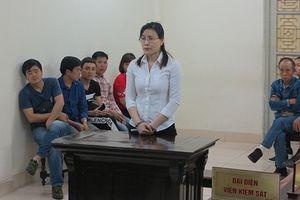 Giáo viên dạy ngoại ngữ chiếm đoạt hàng trăm nghìn USD