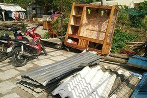 Lốc xoáy làm hư hại trên 50 nhà dân ở Bạc Liêu