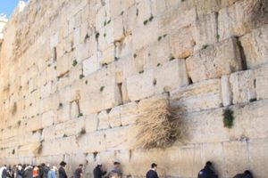 Bức tường than khóc cho nghìn năm vong quốc ở Jerusalem