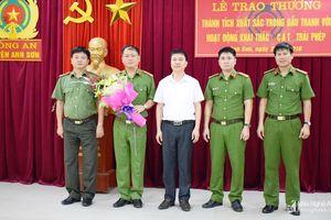 Anh Sơn: 3 tháng, phát hiện và xử lý 20 vụ khai thác cát, sỏi trái phép trên sông Lam