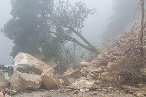 Sơn La: Sạt lở đất đá, 4 người bị vùi lấp
