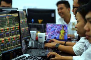 Cổ phiếu tiếp tục bị bán tháo, vốn hóa sàn TP.HCM giảm hơn 98.000 tỉ đồng