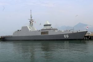 Tàu khu trục RSS Intrepid của Hải quân Singapore tới Đà Nẵng