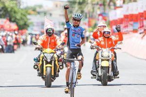 'Bố trẻ' Nguyễn Hoàng Sang lần đầu bước lên bục chiến thắng