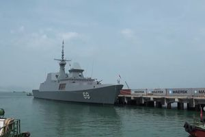 Tàu khu trục tên lửa Singapore cập cảng Tiên Sa