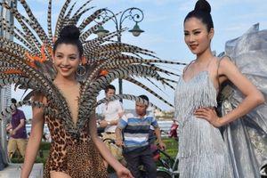 Carnaval Đồng Hới thu hút hàng ngàn người tham gia