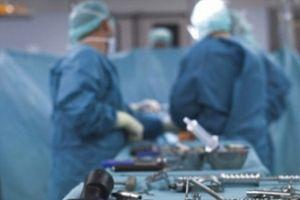Bác sĩ phẫu thuật xong mới phát hiện nhầm bệnh nhân