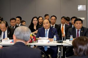 Thủ tướng đối thoại với các tập đoàn hàng đầu Singapore