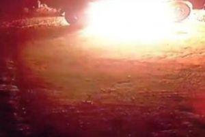 Clip: Táo tợn phóng hỏa đốt xe ô tô của người dân trong đêm