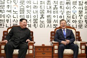 Cận cảnh khoảnh khắc khó tin trong cuộc gặp lịch sử liên Triều