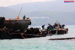 Ra biển xem 'vòi bạch tuộc' kéo xác tàu ngàn tấn bị đắm