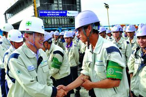 Bảo vệ người lao động đi xuất khẩu nước ngoài: Không chỉ bằng lời hứa