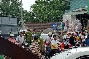 Va chạm giao thông, tài xế ô tô rút mã tấu đòi 'xử' người đi xe máy