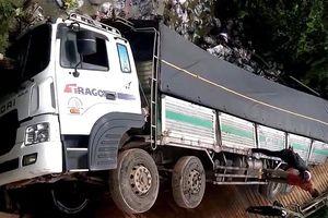 Lâm Đồng: Ô tô 18 tấn gây sập cầu, rơi xuống sông vì nặng gấp 4 lần tải trọng cho phép
