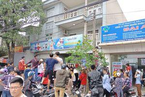 Thanh Hóa: Công an kiểm tra ngôi nhà của 'Hội Thánh Đức Chúa Trời Mẹ' hàng trăm người dân vây kín