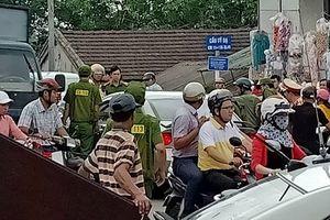 Va chạm giao thông, tài xế ô tô đòi 'xử' người đi xe máy