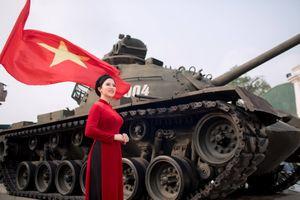 Sao Mai Thùy Dung tung bộ ảnh chào mừng ngày Giải phóng miền Nam