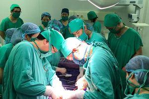 Thai phụ mắc u gan: Bác sỹ Quảng Ninh mổ thai và gan cùng lúc, cứu thành công 2 mẹ con