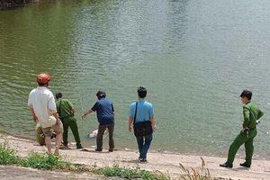 Đi câu cá, người dân tá hỏa phát hiện thi thể nổi trên mặt nước