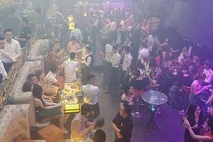 Cảnh sát đột kích quán bar, hàng trăm 'dân chơi' nháo nhào bỏ chạy