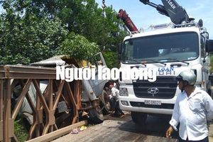 Xe tải đâm vào thành cầu ở Phú Quốc, tài xế chết thảm trong cabin