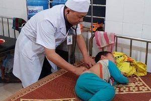 78 người phải nhập viện, nghi uống nguồn nước nhiễm thuốc diệt cỏ