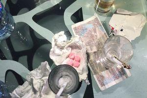 Hàng chục đối tượng phê thuốc bỏ chạy khỏi bar khi bị công an kiểm tra