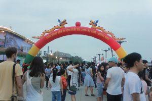 Dòng người ùn ùn kéo về Carnaval Hạ Long