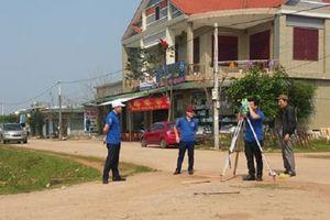 Thanh niên ngành GTVT Quảng Bình: Về thôn giúp dân làm đường GTNT