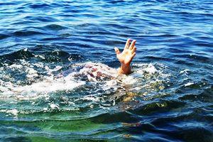 Nghệ An: Bàng hoàng phát hiện thi thể 2 em nhỏ ở dưới đập nước