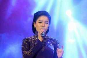 Lệ Quyên hát nhạc Trịnh ở Huế khiến cho 20 ngàn khán giả 'chết lặng'