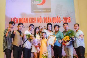 Trịnh Kim Chi chia vui giải Vàng cùng nghệ sĩ