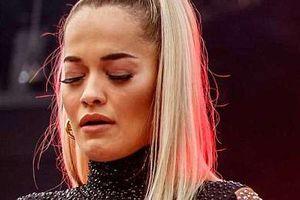 Rita Ora rơi nước mắt, kể về kỉ niệm với Avicii trên sân khấu